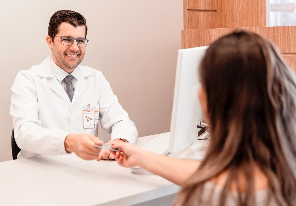 Orientação de exames clínicos no Laboratório Vital em Palhoça/SC